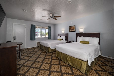 Stage Stop Inn - 2 Beds